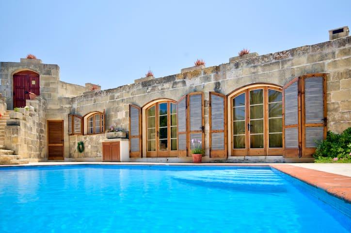 L-Għasri的民宿