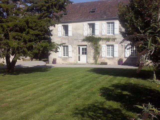 Saint-Germain-du-Corbeïs的民宿