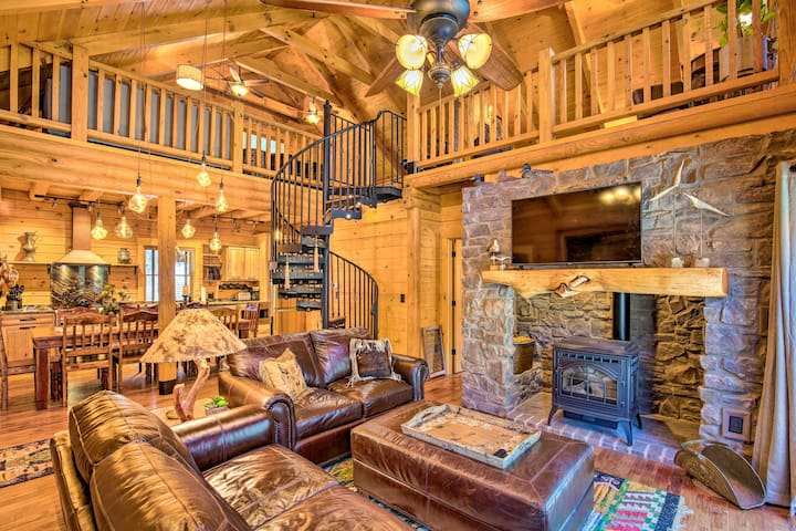 Luxe Event-Friendly Cabin w/Furnished Deck + Views