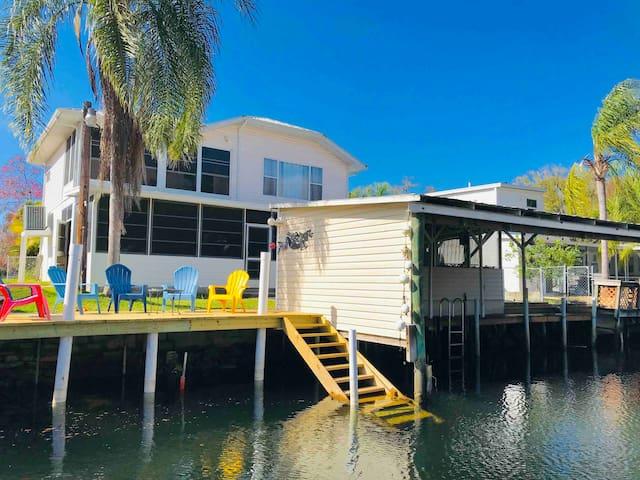 Weeki House: Water front, Kayaks, Bikes included