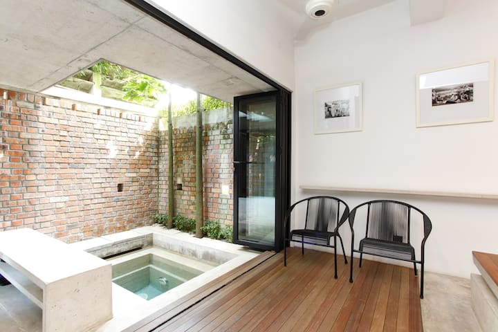 5 B/R Brickhouse With Rooftop in KL