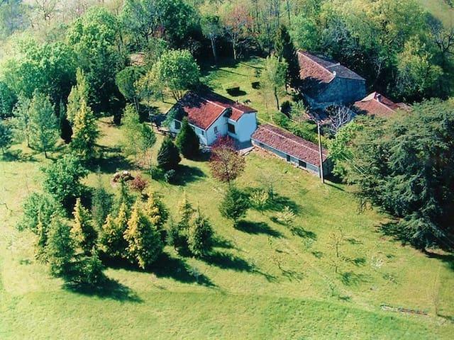 Montaigu-de-Quercy的民宿