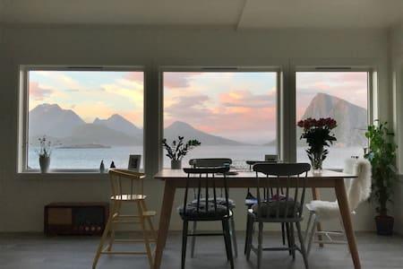 Wakeup Lofoten - Close to magnificent beach!