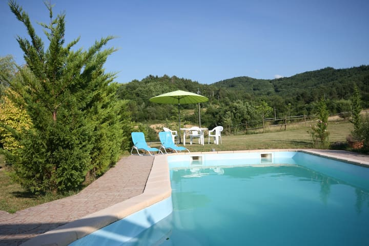 Rural gite with pool, nr Puivert