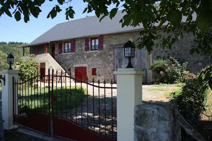 Saint-Léger-de-Fougeret的民宿