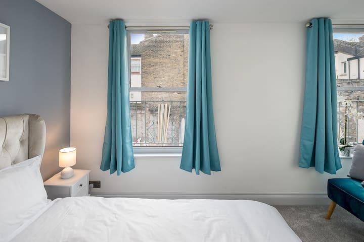 Stylish, well reviewed flat close to Shoreditch