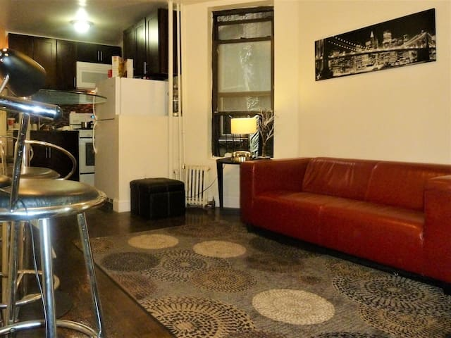 Cheapest Comfortable Room close to Midtown