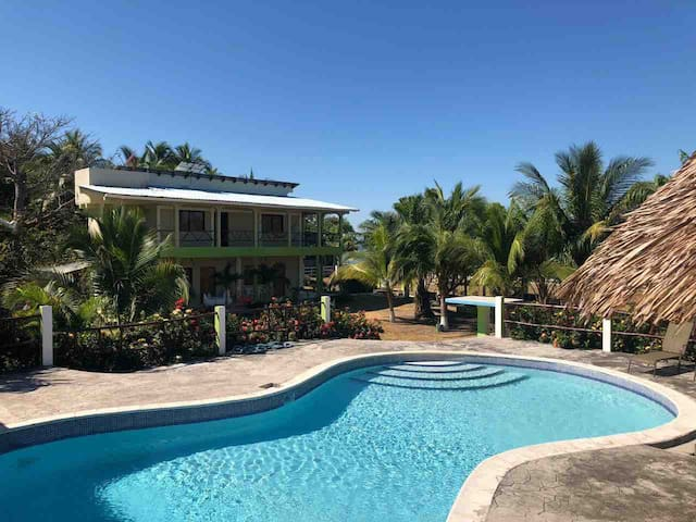 Playa Punta Raton的民宿