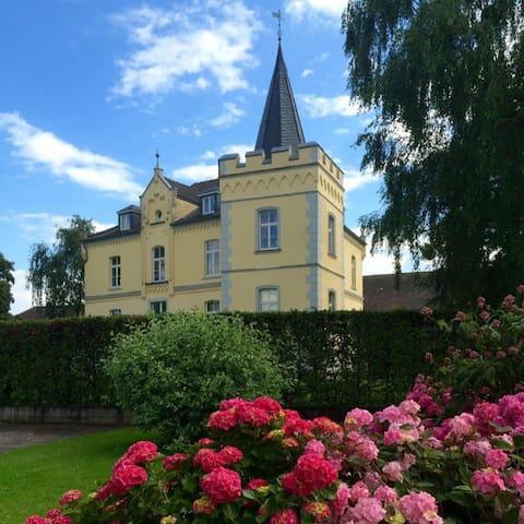 Bed & Breakfast Schlosshotel Haus Grieth am Rhein