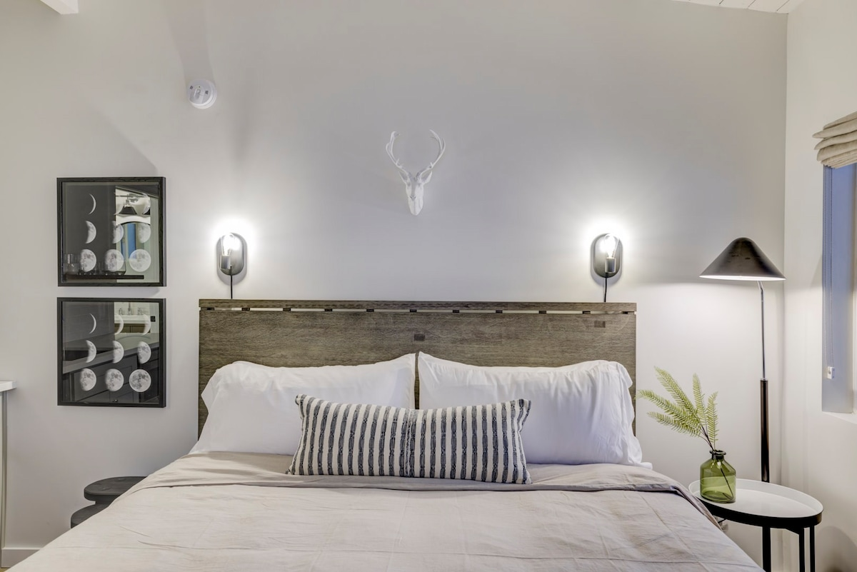 South Lake Chalet #9-New Boutique Suite-Minutes to Heavenly & Lake Tahoe