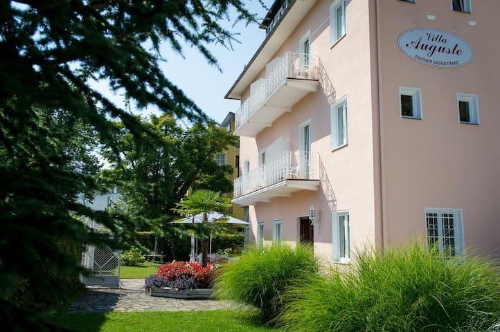 Villa  mit eigenem Seezugang /Liegewiese