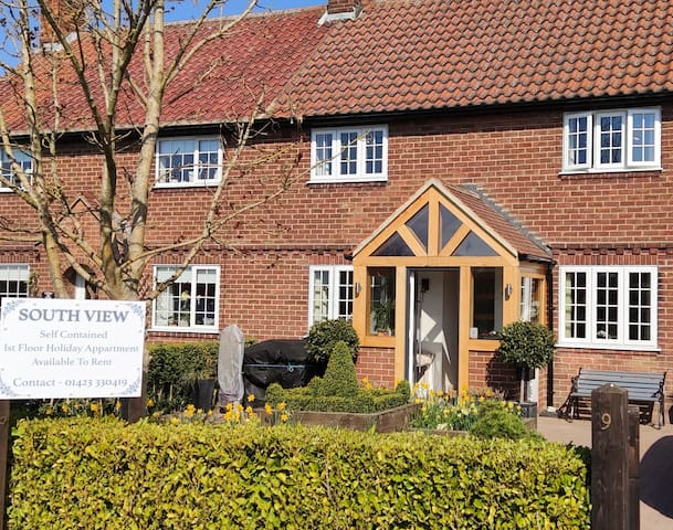 Newly converted Apt. in Beautiful Nth York.Village