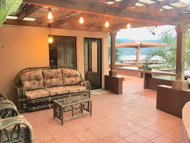 Villa Canales的民宿