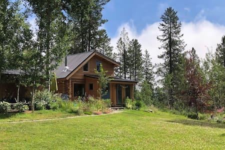 Charming Jackson Hole log cabin on horse property