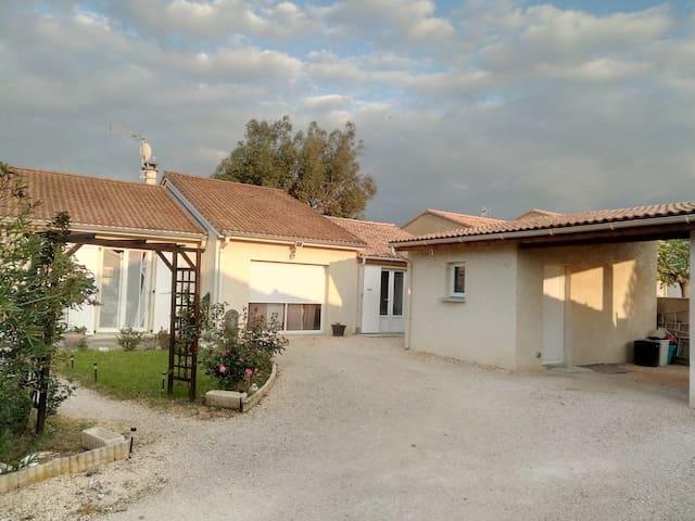 伊塞尔河畔罗芒的民宿