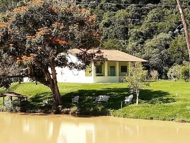 Guararema的民宿