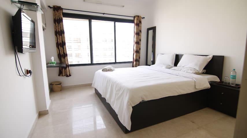 Pvt Room-Service Apt - Bandra (E),R1003.1