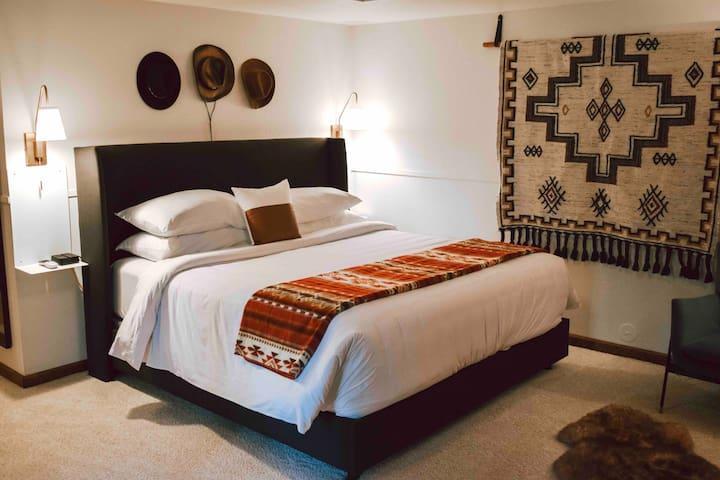 Boxelder King Suite at Juniper Mountain House