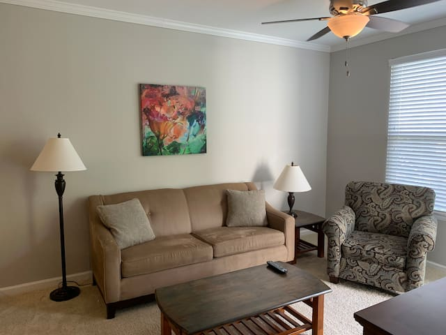 Entire 1 bedroom apartment in North Hills