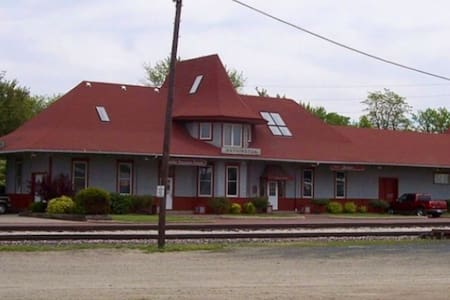 Hobo Hotel Train Depot Washington Iowa