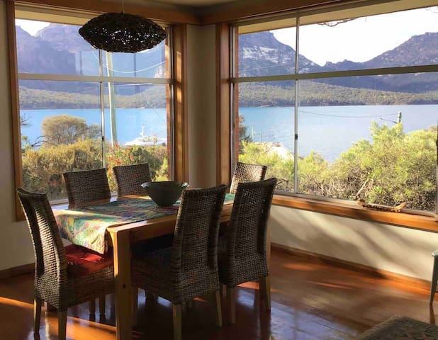 Coles Bay Views - Whole House + Room for boat.