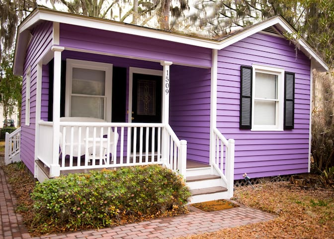 Cozy, Clean Cottage - 10 min walk to Downtown