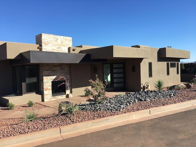 Brand New Luxury Home Near Snow Canyon/ Tuacahn