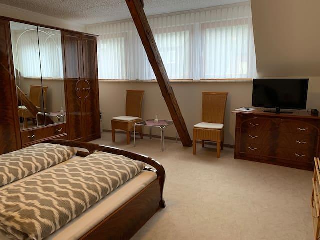 Großes, gemütliches Doppelzimmer (mit Frühstück)
