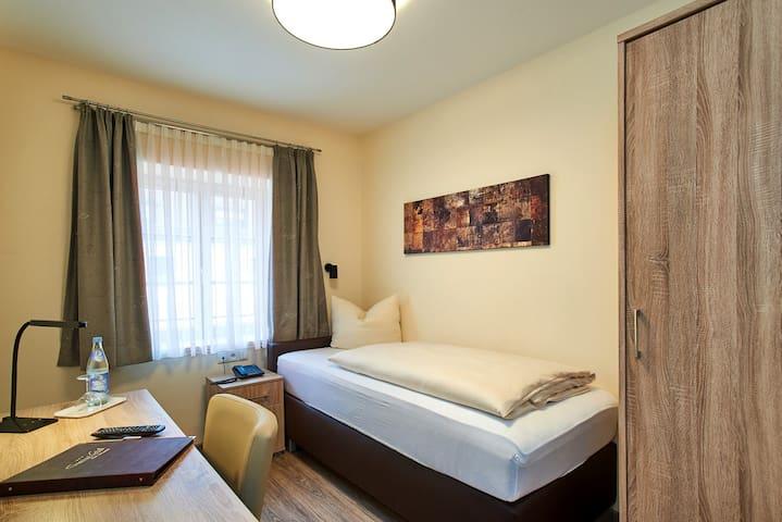 Gasthof Gigl (Neustadt a.d. Donau), Einzelzimmer Komfort (mit Klimaanlage)