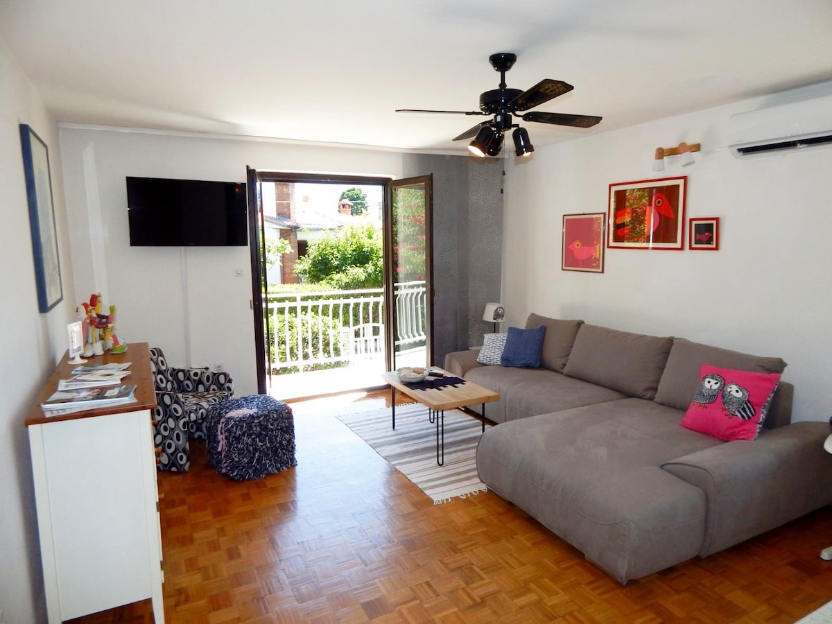 PRIVATE flat with TERRACE few steps from SANDBEACH