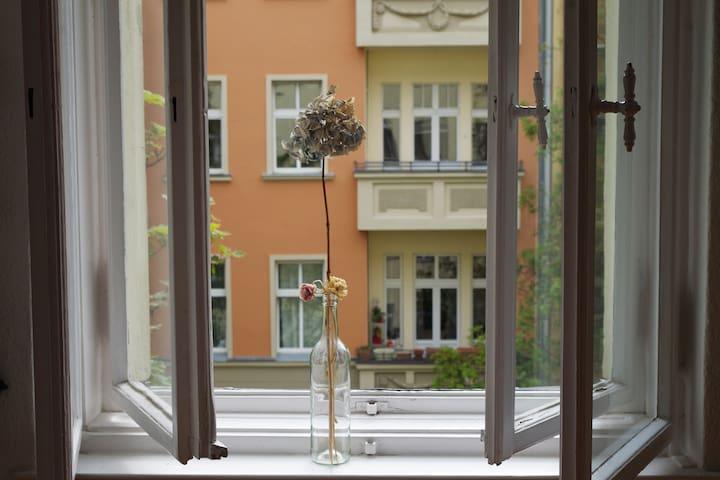 sunny room in Neuköllns- popular Rixdorf.