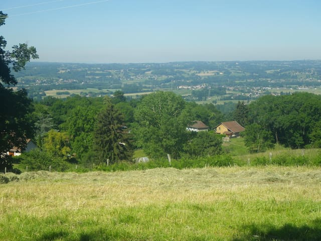 Saint-Genix-les-Villages的民宿