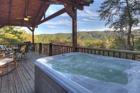 Dog-friendly dwelling w/ private hot tub, spacious deck, & amazing views!