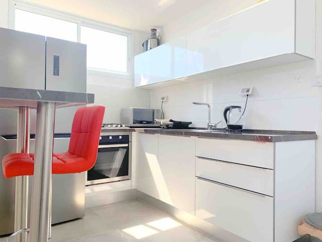 New! - Luxury Suit 12 Min From TLV (for 6 People)