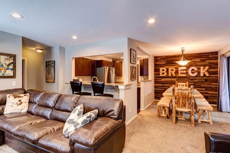 HGTV:In-Town Breck: 4 min walk to lifts & Main St
