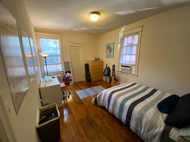 Spacious room in lively Adams Morgan (NW)