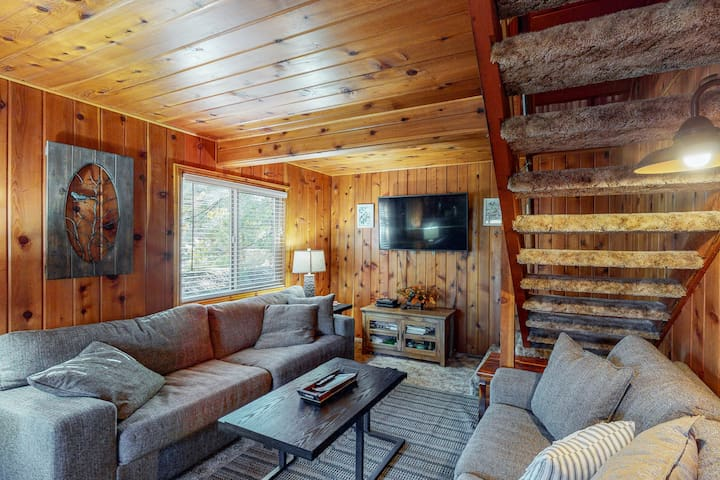 Friendly cabin-style home with private gas grill, wood-burning stove, & deck!