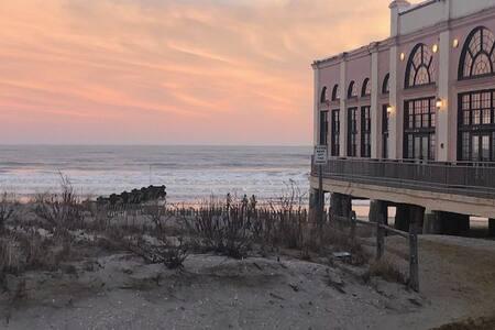 Ocean View, Boardwalk View, Beach-Block Studio.