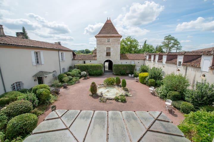 Sérignac-sur-Garonne的民宿