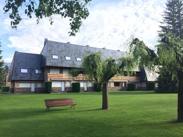 Acogedor Apartamento Dúplex con Jardín+Piscina