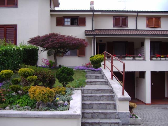 Villetta a schiera con giardini