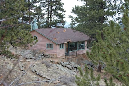 Romantic Cabin-King bed & Views! 5th night 1/2 off