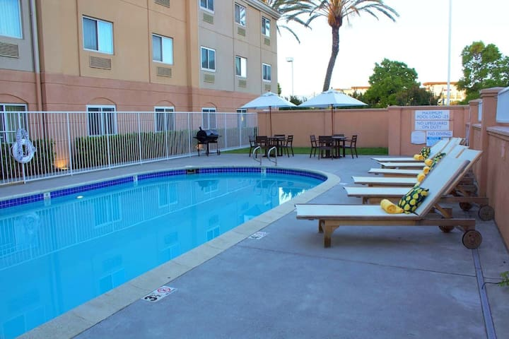 Perfect for Couples! Budget-Friendly Unit, Pool