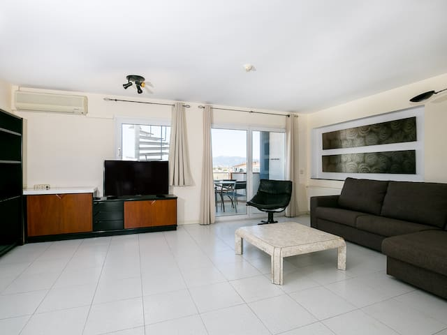 Beautiful three bedroom apartment with communal swimming-pool.