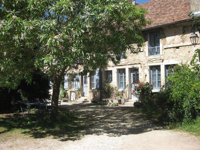 Flavigny-sur-Ozerain的民宿