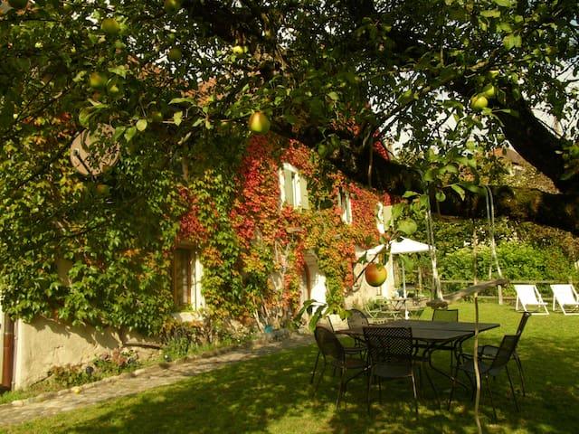 Chavannes-le-Veyron的民宿