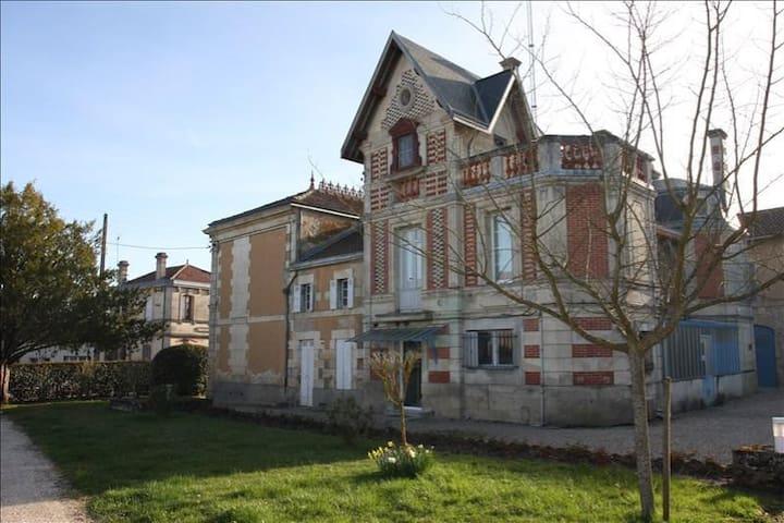 Saint-Christoly-de-Blaye的民宿