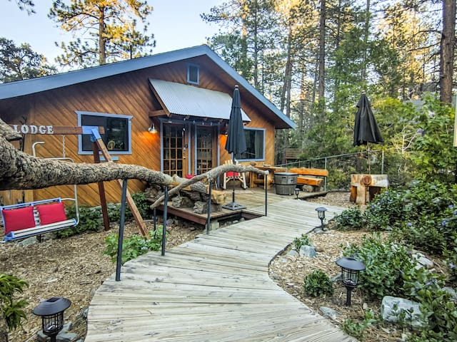 Mt. Pines Lodge, 1856 sq ft, Firepit, WIFI, SmrtTV
