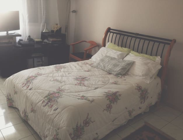 Lovely bedroom + breakfast in Moema