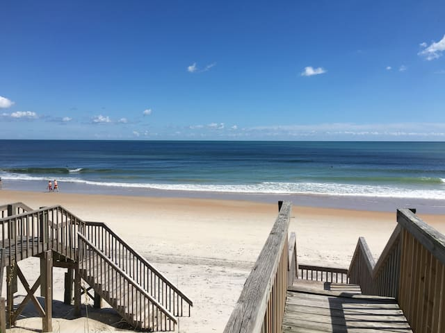 LunaSea: Ocean Front 2 Bed Surf City-Walk to dine!
